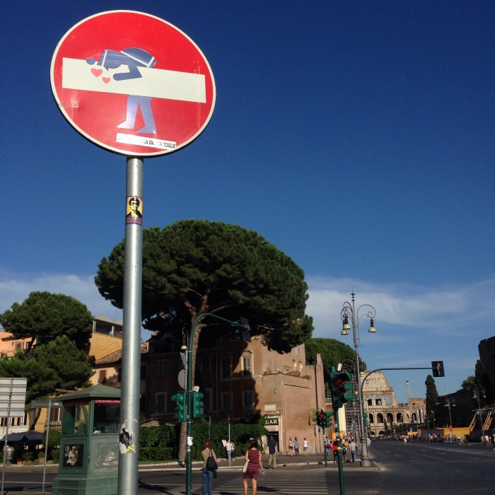 Kissing street sign in Rome, Italy