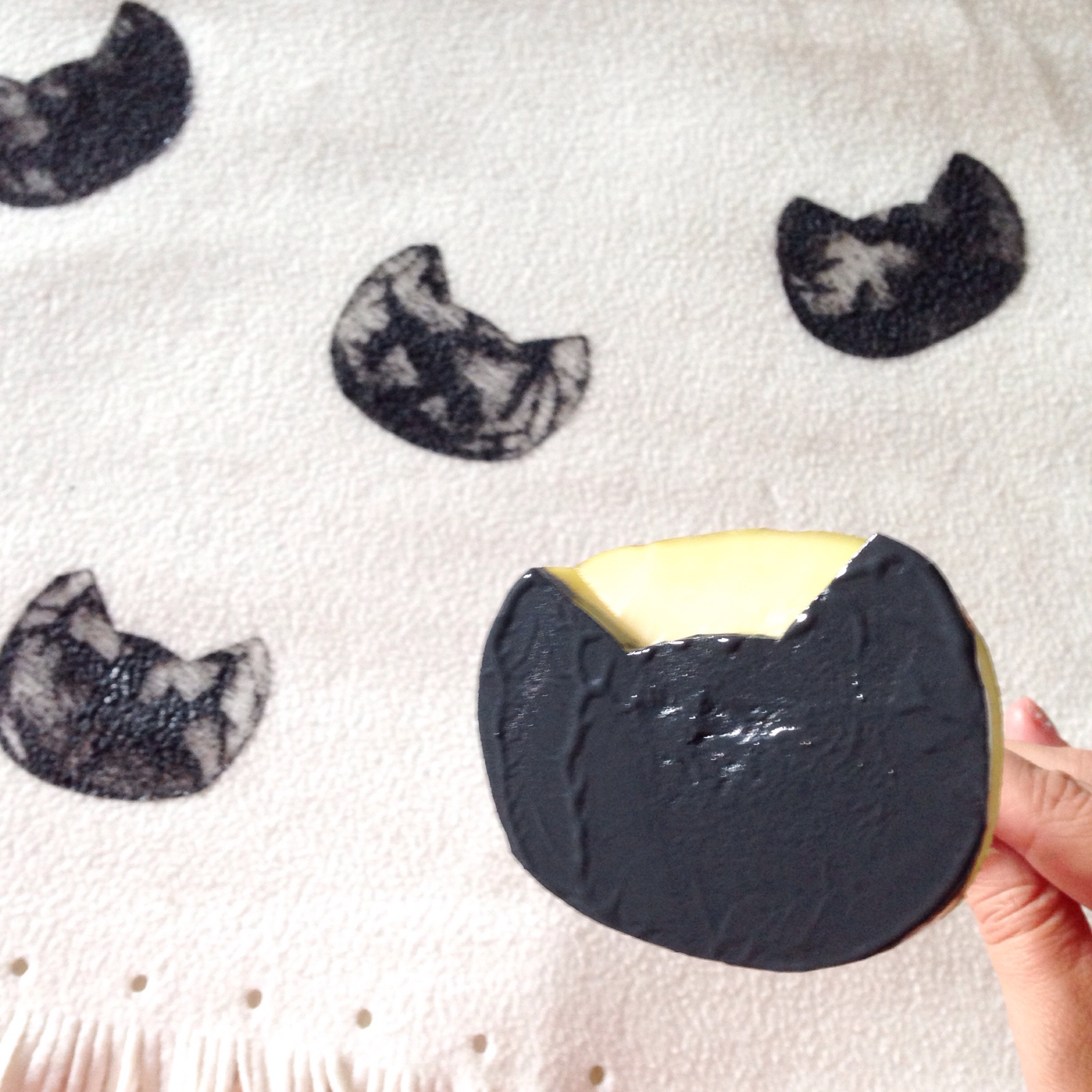 How to make a potato stamped cat fleece